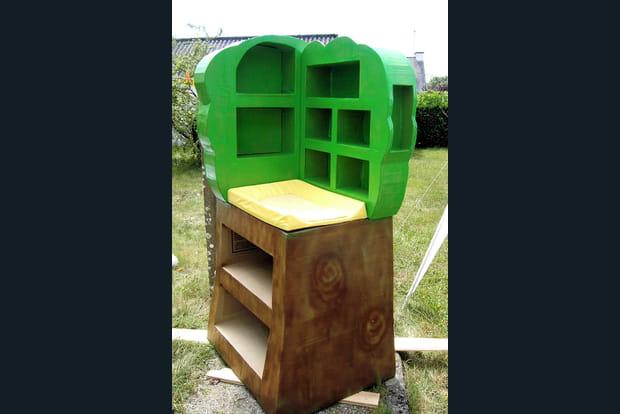 une table langer en forme d 39 arbre. Black Bedroom Furniture Sets. Home Design Ideas