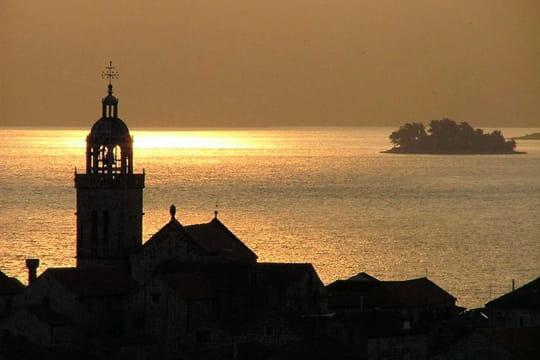 Le soleil de lève à Korcula