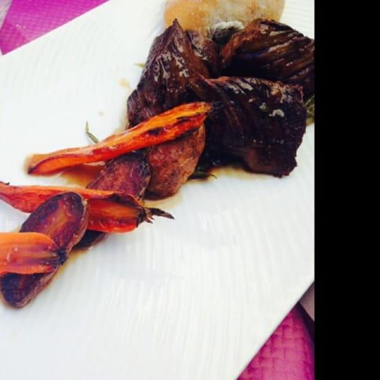 Plat : Le Clos des Artistes  - Aiguillettes de bœuf carottes fondantes et grenaille au thym -