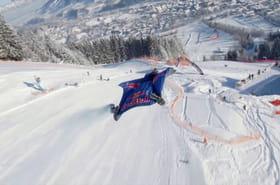Vidéo. Ils descendent la piste de ski la plus difficile au monde en wingsuit