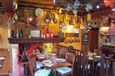 La Taverne des Deux Augustins  - salle cheminee -