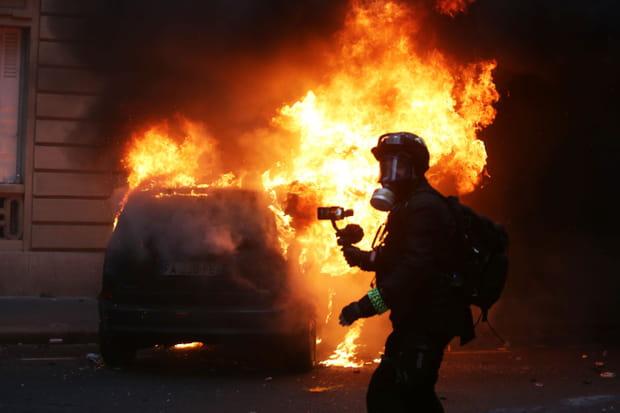 Gilets jaunes: les images choc à Paris