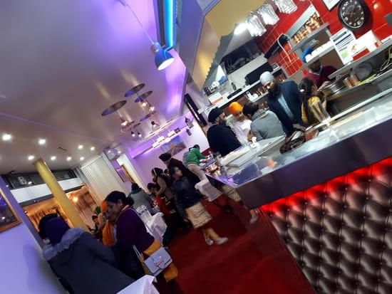 Restaurant : Taj Mahal  - Intérieur du restaurant -   © ks