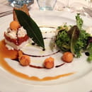 Entrée : Au Comte Roger  - Millefeuille chèvre-tomate-basilic -