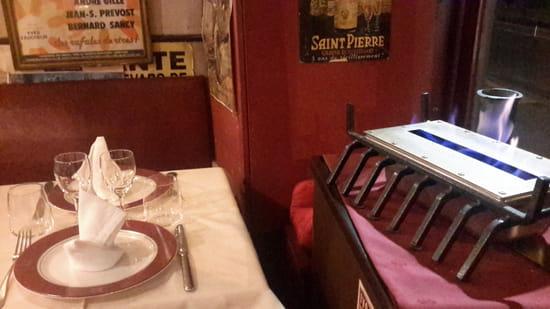Restaurant : Le Refuge du Passé  - cheminée -   © oui