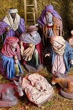 Les crèches reconstituent la nativité à l'aide de personnages miniatures