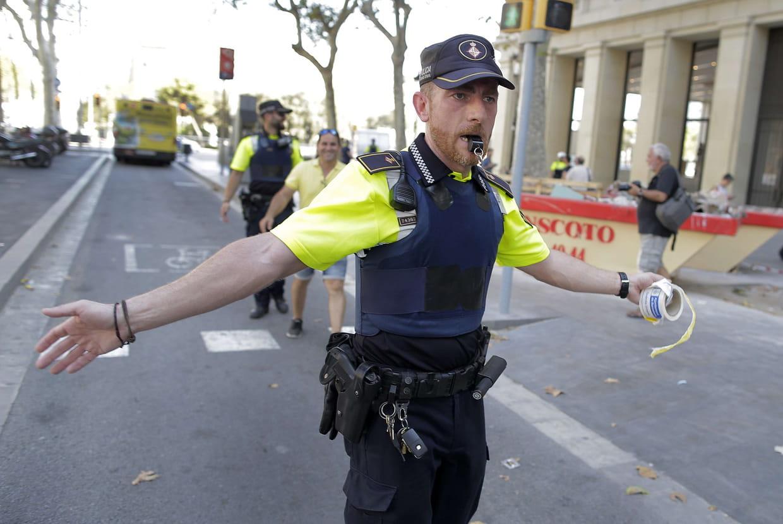 Le bilan passe à 14 morts (protection civile) — Attentats en Espagne