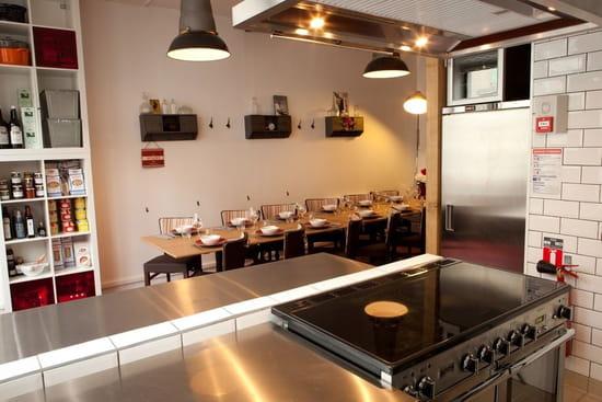 Les 5 Sens sur le Feu  - cuisine & salle -   © david morganti