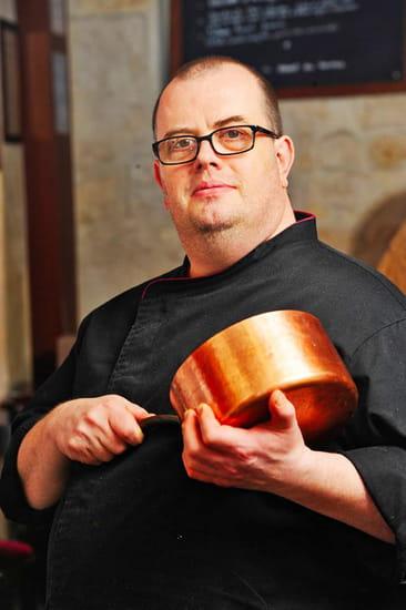 Restaurant : Bouchons & Resto  - Ludovic, le Chef, 30 ans d'expérience en cuisine -   © Bouchons&Resto