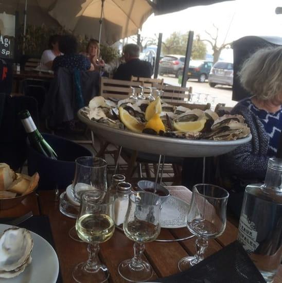 Plat : Chez Alex et Lucie  - Plateaux pour deux personnes huîtres 30 plus moule puis après huîtres gratinées moules gratinées et une bouteille de rosé 75 cl pour 48 €  -