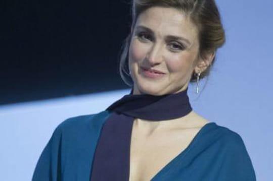 Julie Gayet: unesoirée arrosée àl'Elysée, Hollande denouveau dans l'embarras