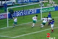kostadinov empêche les bleus d'aller à la coupe du monde 1994 aux etats-unis.