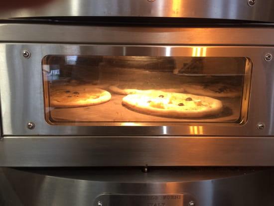 Restaurant : A La Maison  - 6 pizzas au four -   © Non