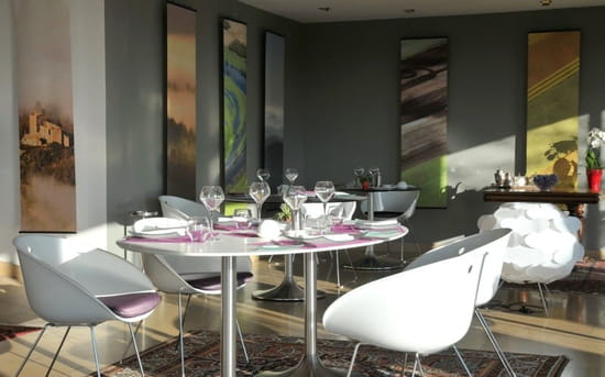 La Montagne de Brancion  - restaurant Le Garde -Manger -   © Jacques MILLION