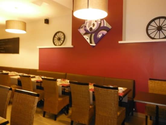 Crêperie Les Charrettes  - Salle de restaurant -   © Cedriccandau
