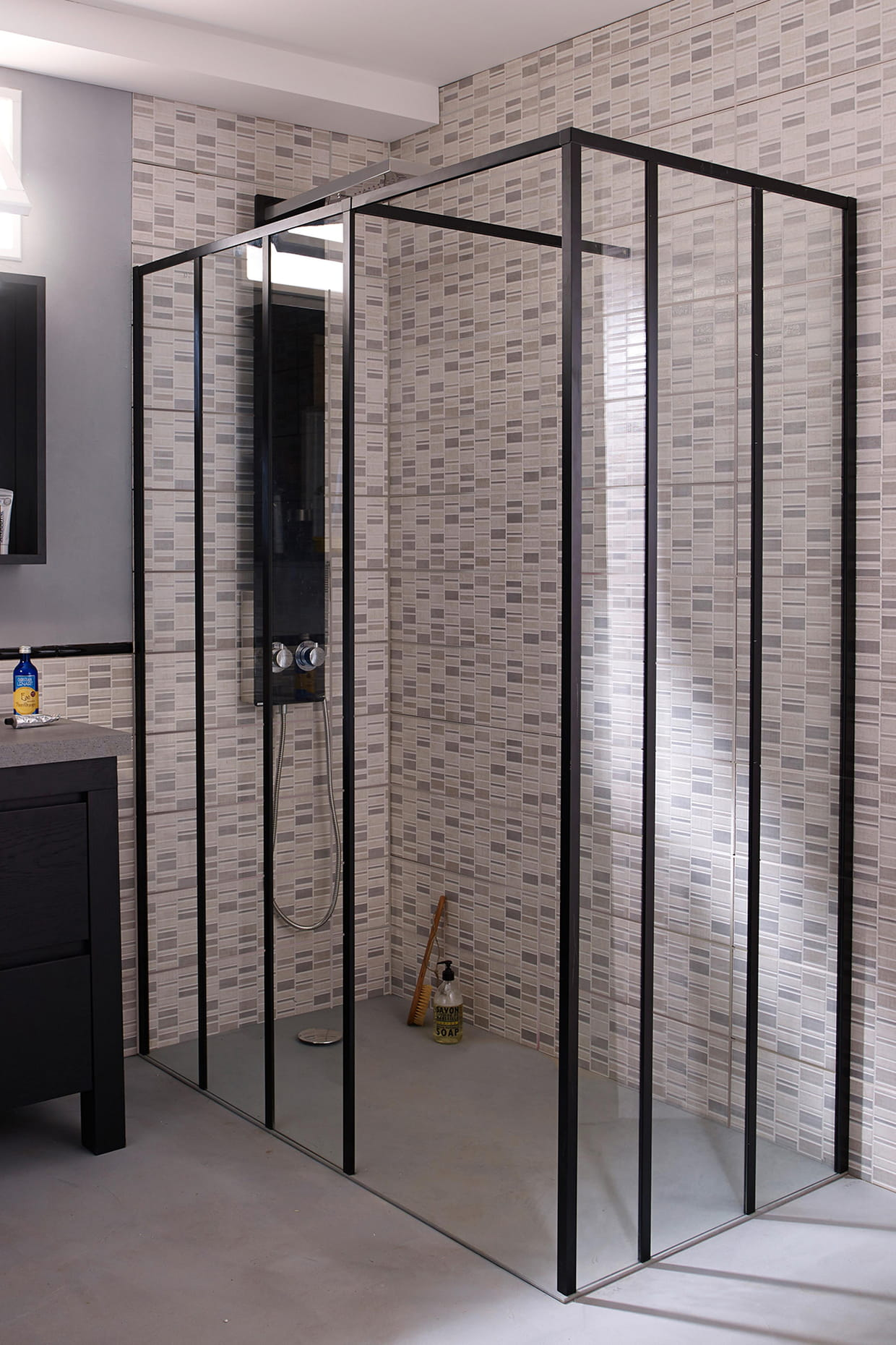 une douche l 39 italienne industrielle. Black Bedroom Furniture Sets. Home Design Ideas
