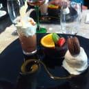 Dessert : Le Gourmet  - Le trio du chocolatier. Fondant chocolat avec mousse chocolat et boule de glace chocolat blanc  -