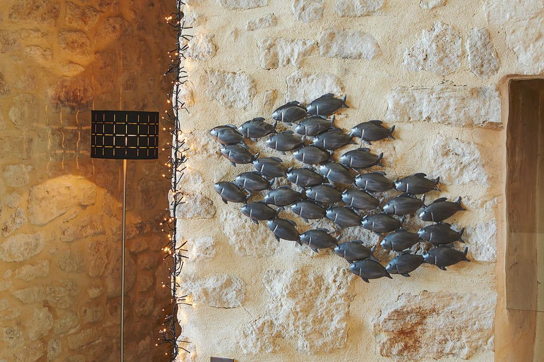 Un banc de poissons sur le mur - Banc maison du monde ...