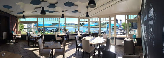 Restaurant : La Maison Bleue  - Veranda -   © ok
