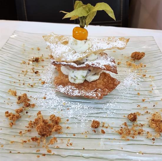Dessert : Costa d'Amalfi  - Cannolo à la ricotta di bufala -   © @ Restaurant Costa d'Amalfi