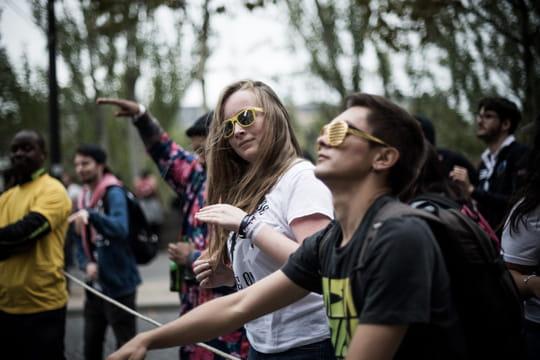 Techno Parade: des gilets jaunes viennent perturber le défilé à Paris