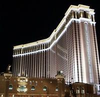 le plus grand hôtel du monde est the venetian de las vegas.