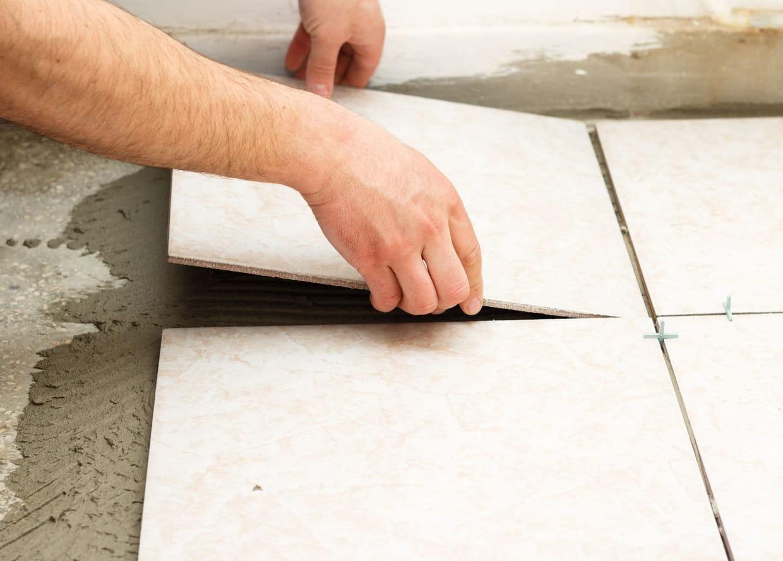 les outils indispensables pour poser du carrelage au sol. Black Bedroom Furniture Sets. Home Design Ideas
