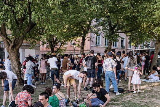Fête de la musique 2020: des foules à Paris ou Lyon, les images de la fête