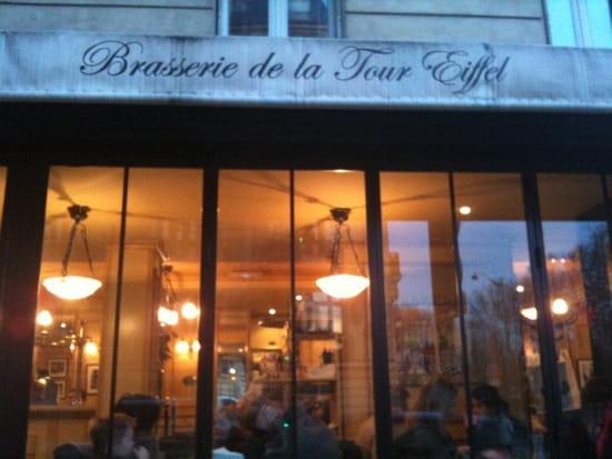 Restaurant : Brasserie de la Tour Eiffel  - Devanture romantique -   © non