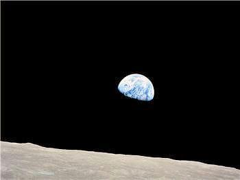 les trois astronautes ont pu observer un magnifique lever de terre lorsque leur