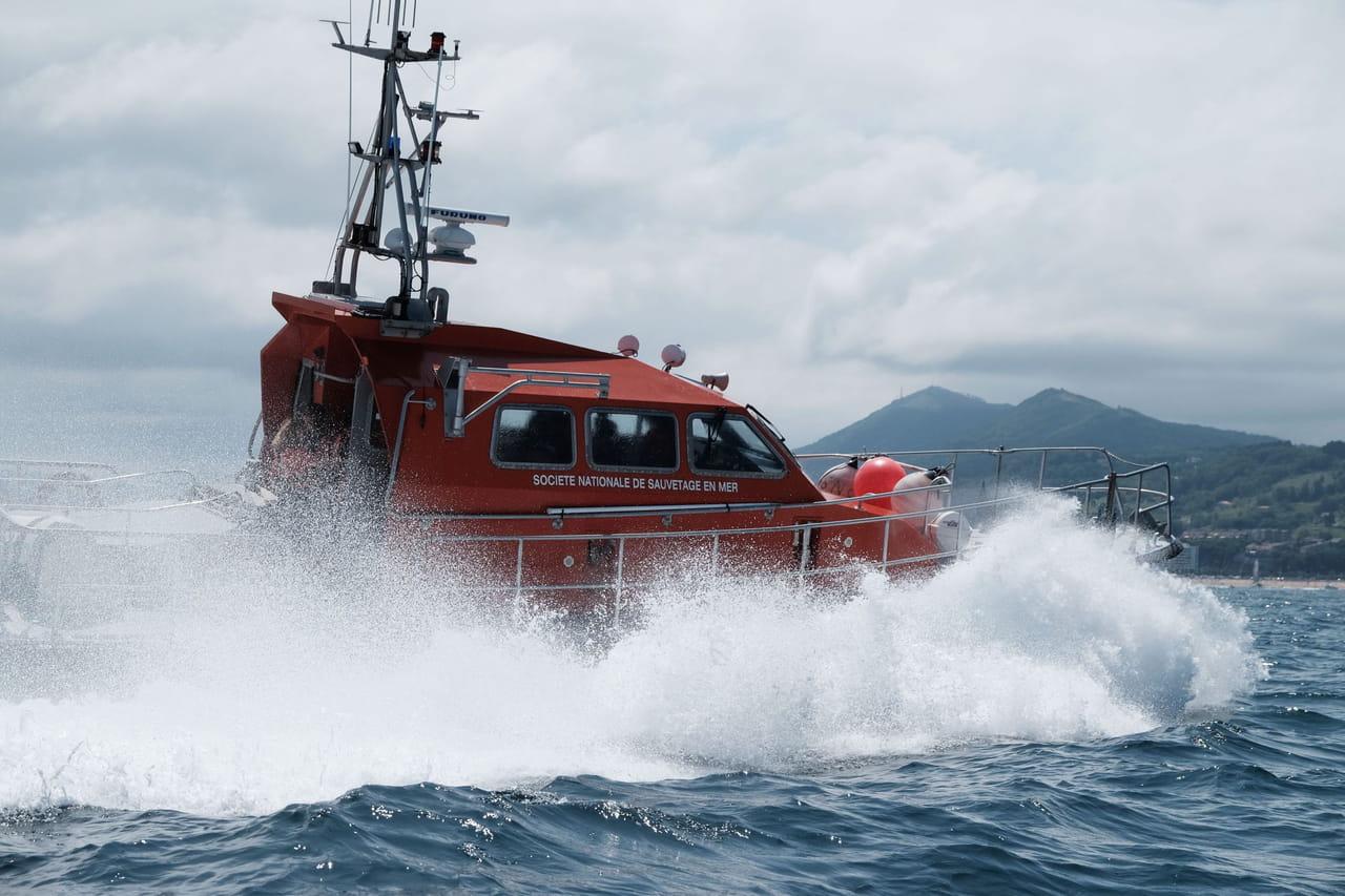Accident de bateau dans la Manche: moteur enrayé, vague... Les dernières infos