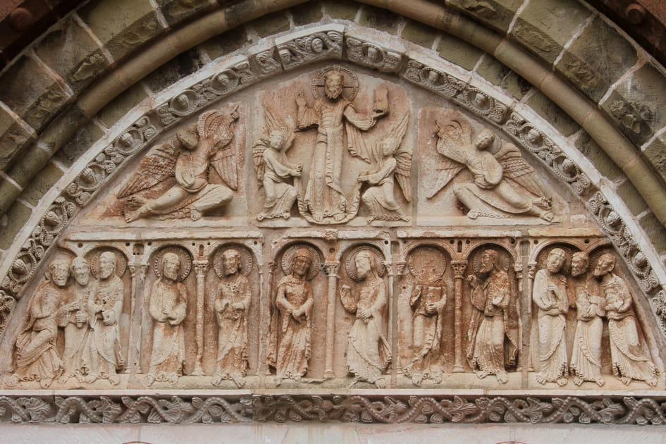 Tympan de l'église Saint-Pierre de Collonges-la-Rouge