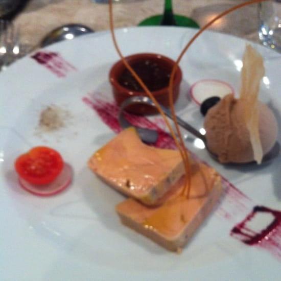 Entrée : Le Gourmet  - Foie gras avec sa compotée de saison  -