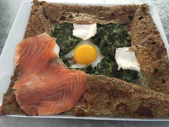 Plat : Ty Veg  - Galette saumon-épinard-chèvre frais -   © Ty Veg