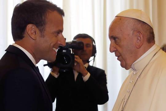 Emmanuel Macron et le pape: les drôles de cadeaux qu'ils ont échangés