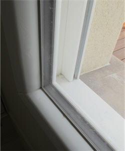 le double vitrage plus épais assure une meilleure isolation.