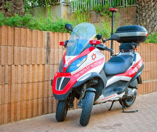 Scooter à trois roues: avantages et inconvénients