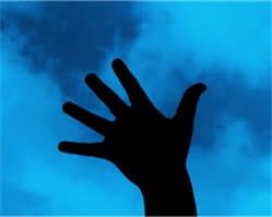 la silhouette de la main caractérise un individu.