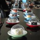 Tai Shogun  - Assiettes de couleur au sushibar qui indiquent le prix -   © Tai Shogun