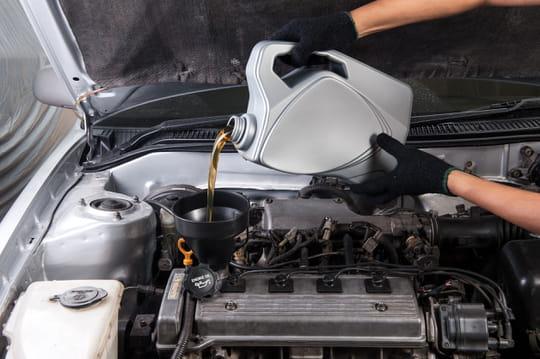 Huile moteur: quand la changer et comment la choisir?