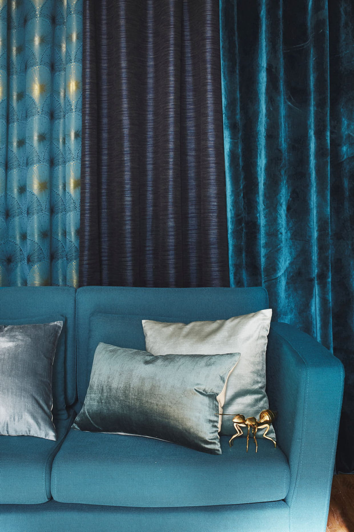 des rideaux tamisants. Black Bedroom Furniture Sets. Home Design Ideas