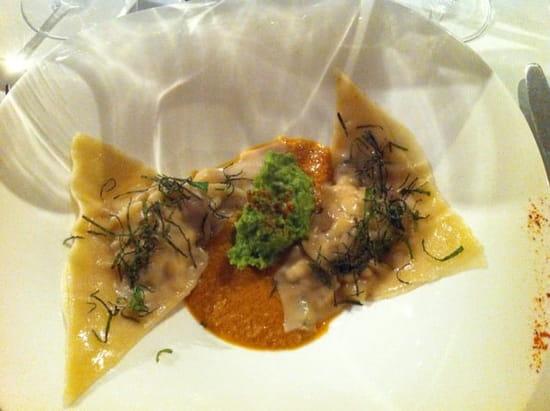 Entrée : Le Volodia  - Ravioles de poulet menthe cacahouète et sauce Satay (le meilleur plat que j'ai jamais mangé de ma vie, merci au chef!) -