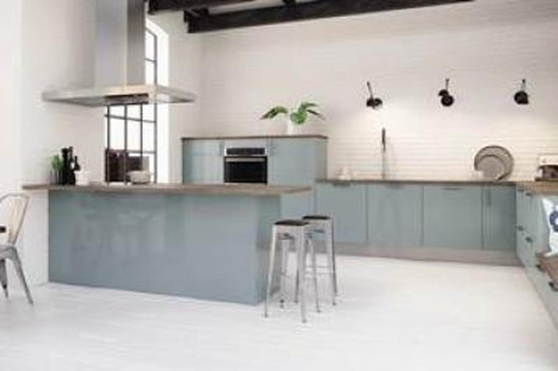 Une cuisine design au look industriel d couvrez la for Cuisine 5 15