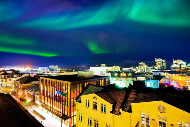 Lumière sur les aurores à Reykjavik