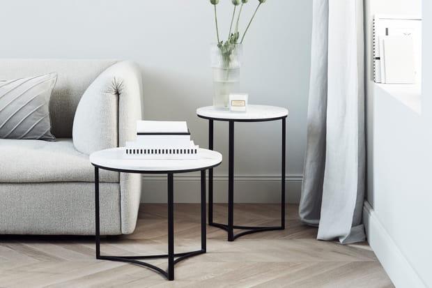 Une petite table en marbre