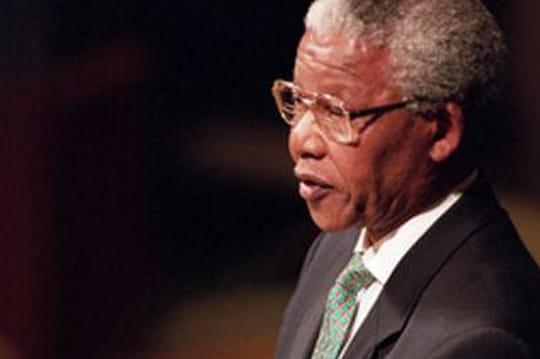 """Nelson Mandela """"cliniquement mort""""? Seul le """"pronostic vital"""" estengagé"""
