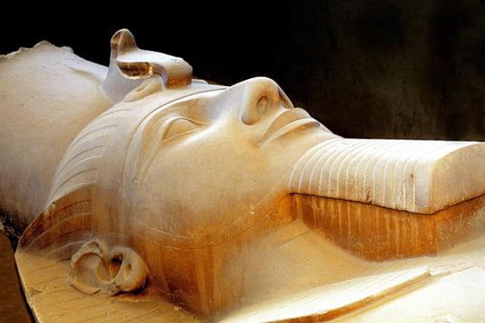 Le colosse couché de Ramsès II à Memphis