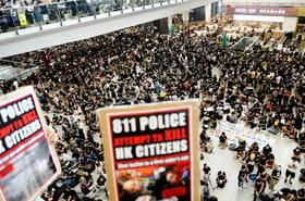 """""""Oeil pour oeil"""": marée noire de manifestants à l'aéroport de Hong Kong"""