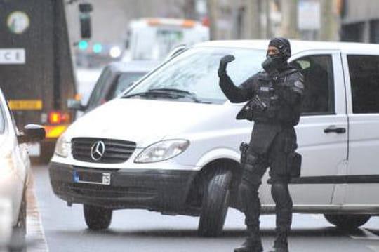 Fusillade à Chatillon: mort de la policière, un lien avec Charlie Hebdo? [EN DIRECT]