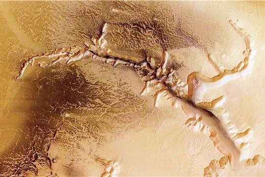 Système de failles sur Mars
